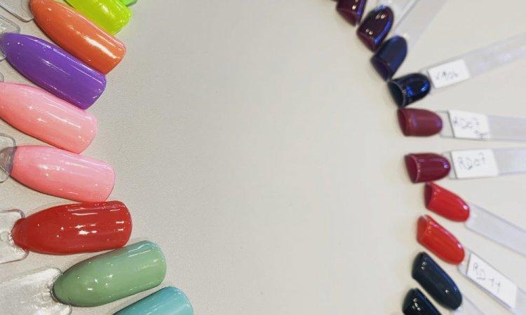 Les couleurs de vernis semi permanent  dans votre institut ML beauté a Lempdes